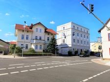 Wohn- und Geschäftshaus und Mehrfamilienhaus Straßenansicht links 3