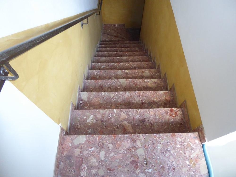 der Weg ins Untergeschoss