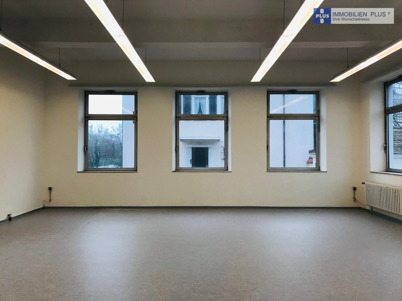 großes Bürozimmer
