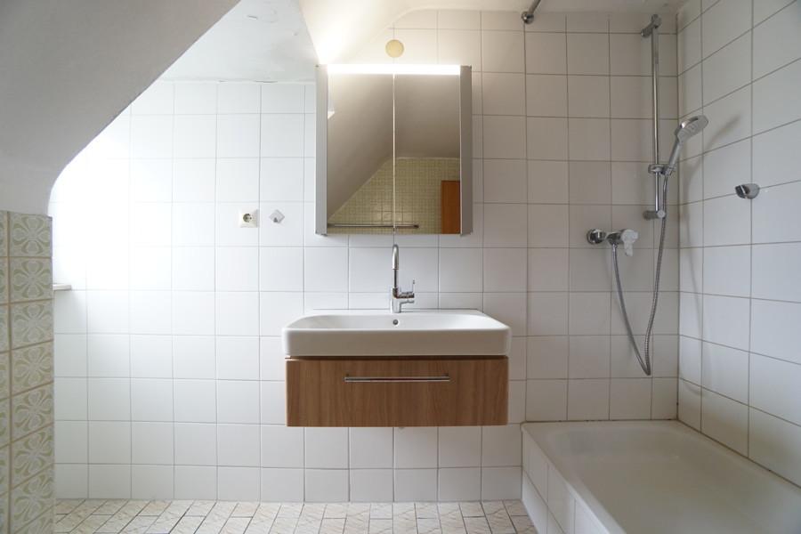 DG Badezimmer Waschtisch und Dusche