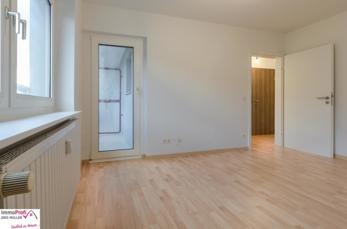 1. OG - Wohnzimmer mit Zugang zur Loggia