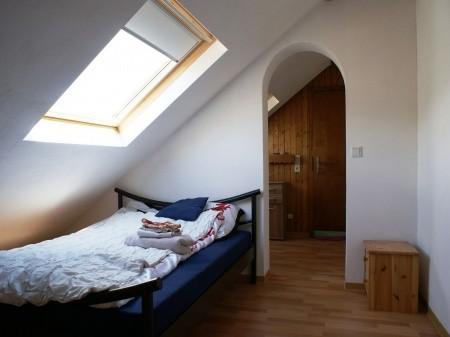 Schlafzimmer mit Zugang zur Abstellkammer
