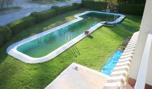 Blick von Balkon auf Pool