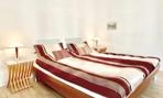 1. Schlafzimmer. b