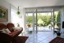 Wohnzimmer mit doppelfl. Tür zur Terrasse
