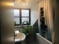 Wannenbad mit Fenster