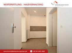 ERSTBEZUG - Entree der sanierten, ruhig gelegenen Einraumwohnung mit Bad und Küche