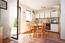 Küche mit Essbereich und Terrassenzugang