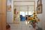 Großzügiges Entree mit lichter Glasabtrennung zum Wohnraum