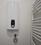 Elektronischer Durchlaufherhitzer, eigene Wasseruhr und moderner Heizkörper im Bad