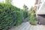 Terrasse vor Kaminzimmer mit Aufgang zum Garten