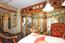 Essecke Küche - Trennwand in Echtholz Eiche hell mit bleigefasstem Buntglas zum Living