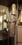 Künstlerisch gestalteter Messingtürgriff auf Glastür zum Essbereich/Kaminzimmer