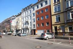 Hausfront mit 6 Car-Cambio-Stationen vor der Haustür !