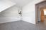 Küche Blick zur Diele und Wohnraum 2 - neuer Bodenbelag in Keramiklfliesen