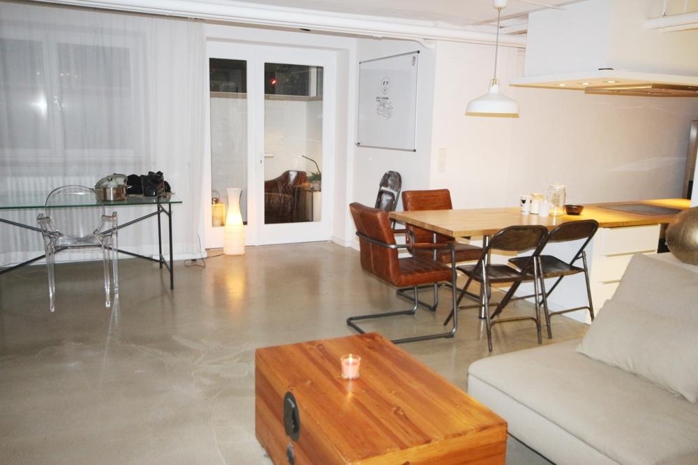 Wohn-Esszimmer mit offene Küche