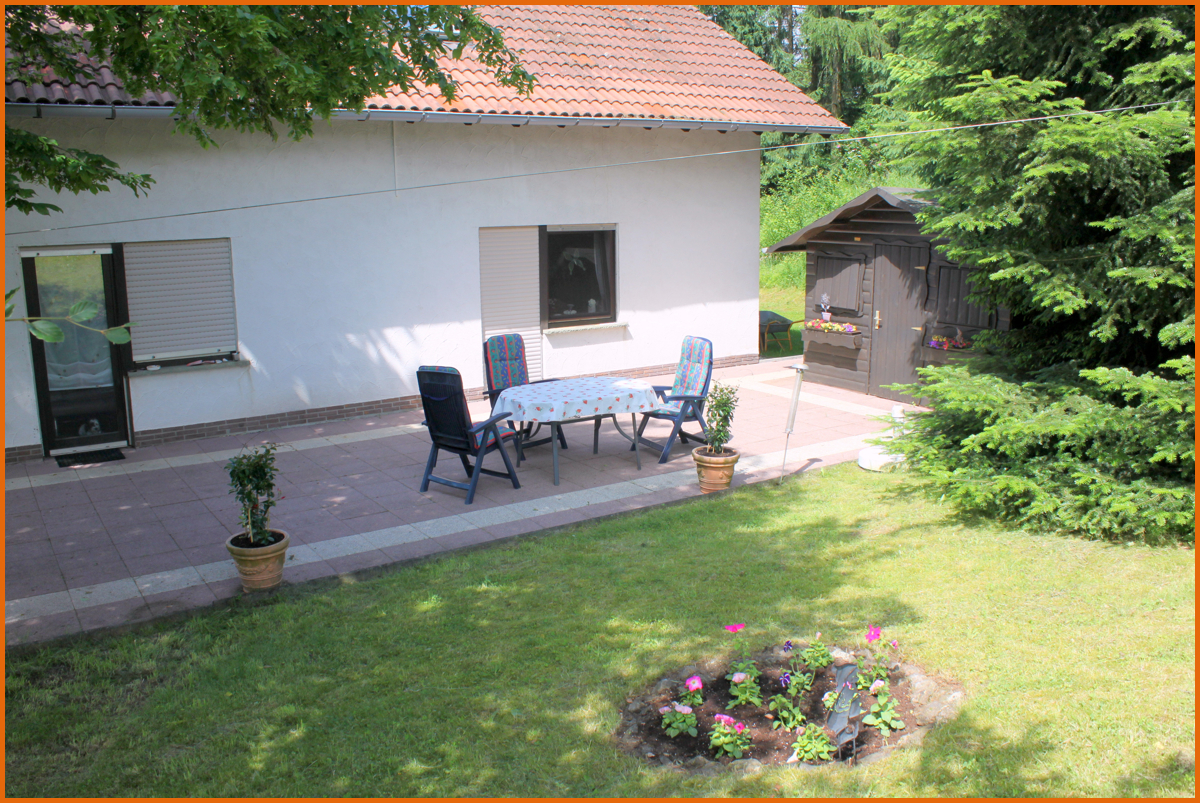 Terrasse vor Wohn- und Schlafzimmer