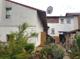 Blick vom Garten auf Nebenhaus und Haupthaus