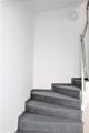 Treppenhaus m. Feinsteinzeug und Edelstahl