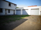 Innenhof und Garagen