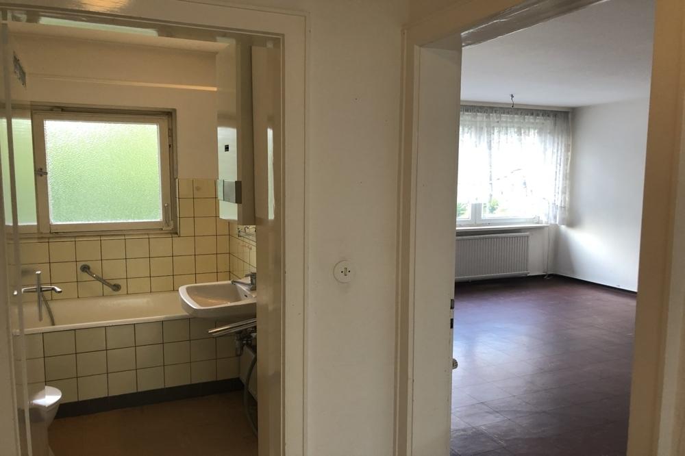 Wannenbad/Wohnzimmer