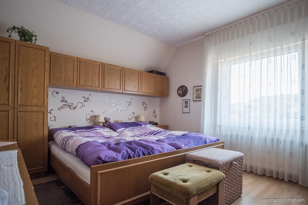 Das Schlafzimmer bietet ausreichend Platz.