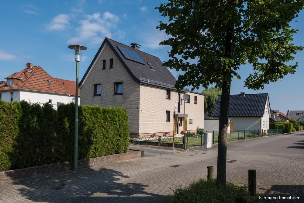 Die Immobilie liegt in einer gepflegten Wohnsiedlung.