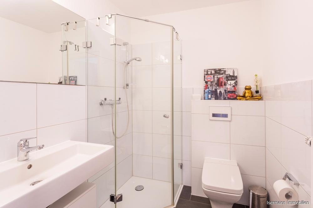 Schickes Gäste-WC mit Dusche
