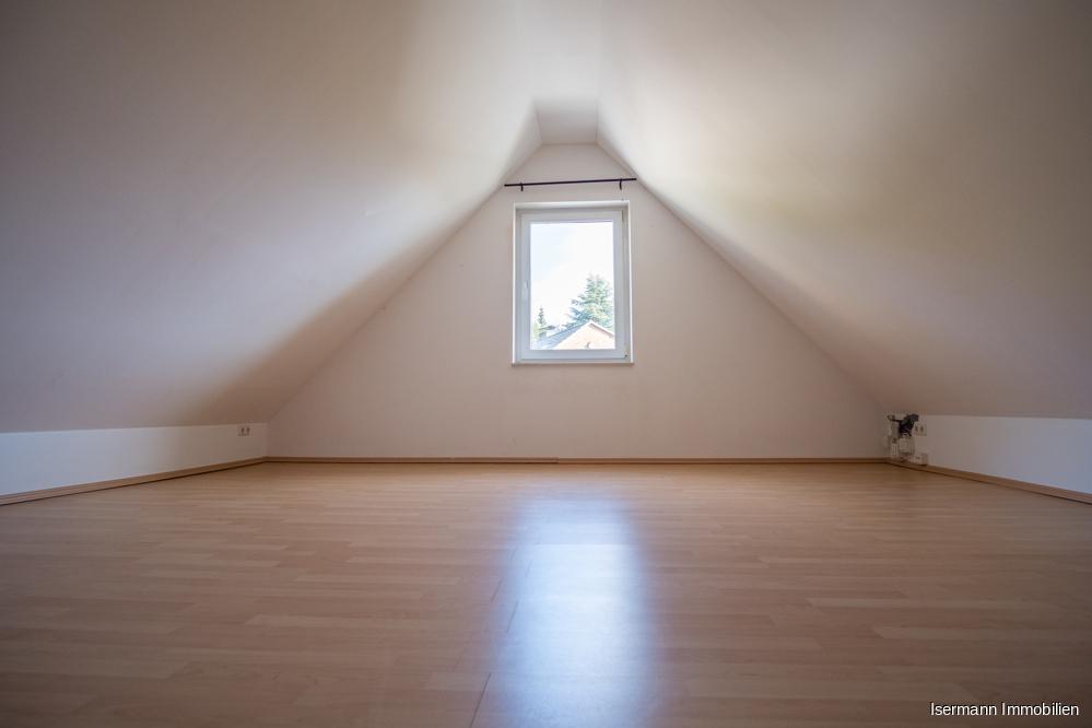 Der ausgebaute Spitzboden bietet Platz zum Entfalten.