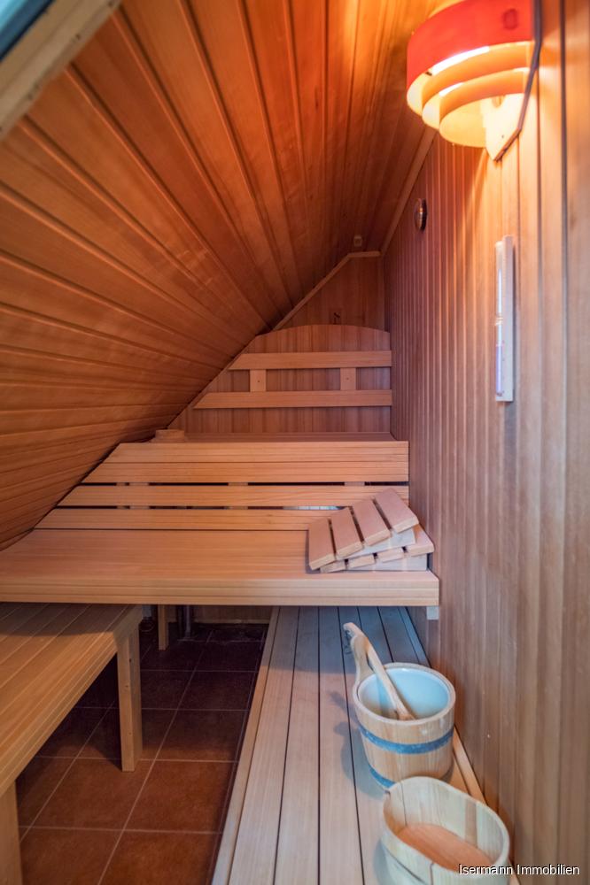 Die Sauna lädt zum Relaxen ein.