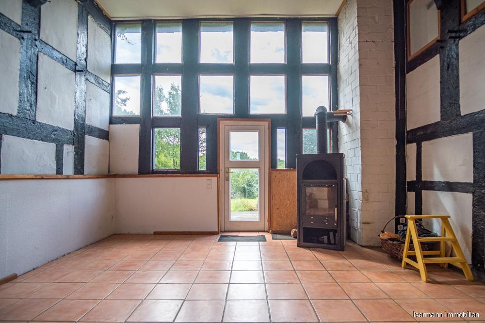 Besonders schön sind die umfangreichen Fensterfronten, die viel Licht spenden.