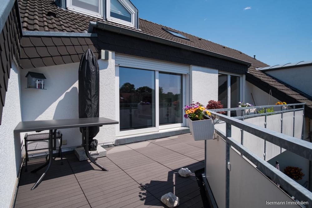 Auf dem großzügigen Balkon lässt es sich herrlich entspannen.