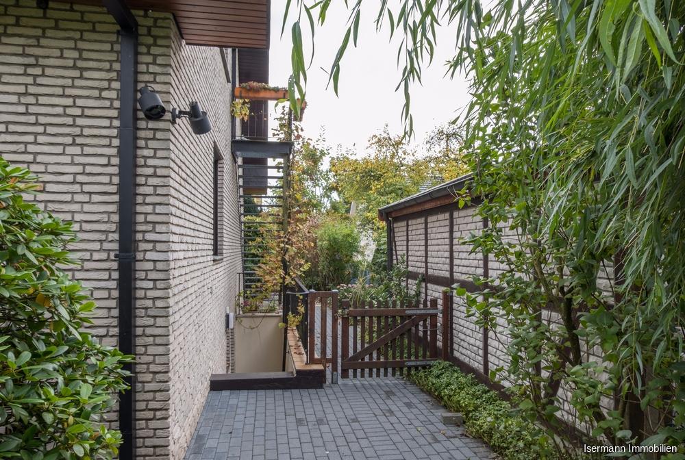 Die Wohnung verfügt über einen separaten Eingang.