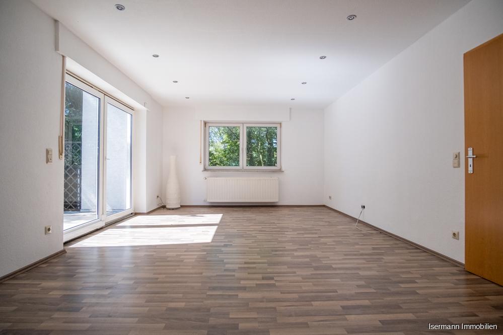 Das Wohnzimmer im Dachgeschoss ist von zwei Seiten sehr schön belichtet.