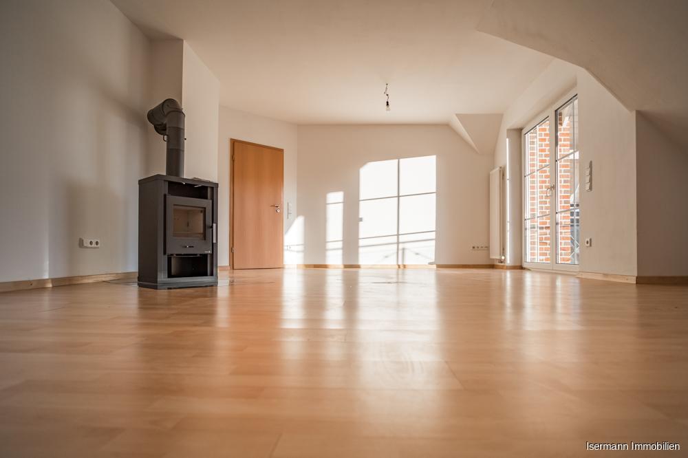 Das Wohnzimmer ist von zwei Seiten belichtet...