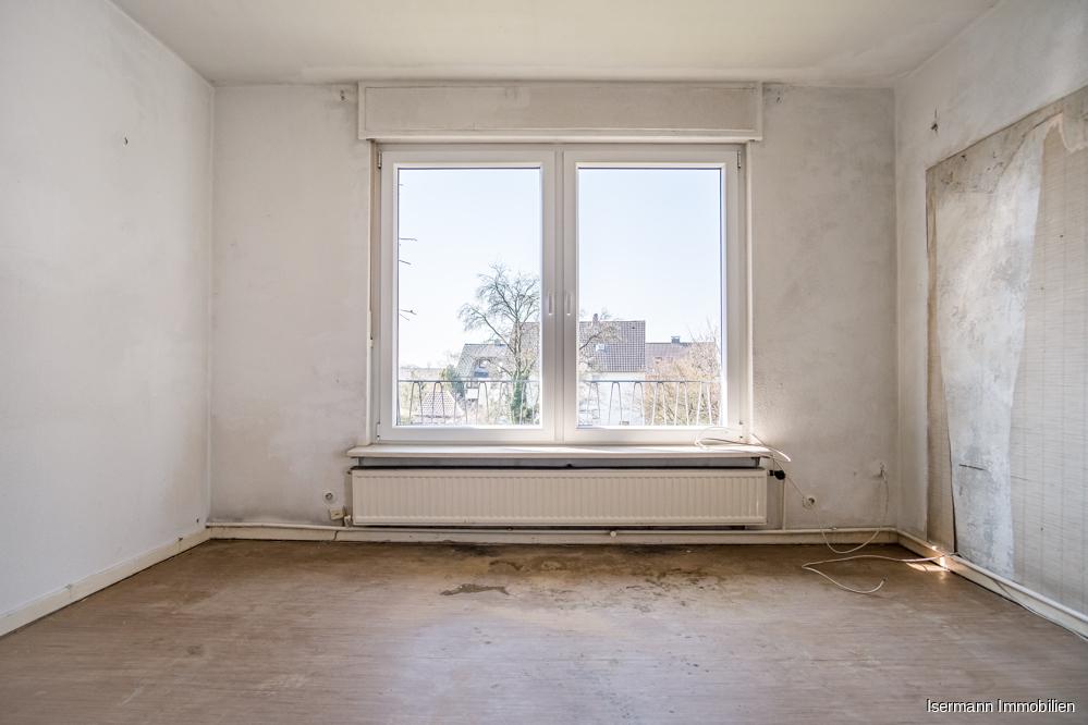 Das Wohnzimmer im Obergeschoss ist hell und freundlich.