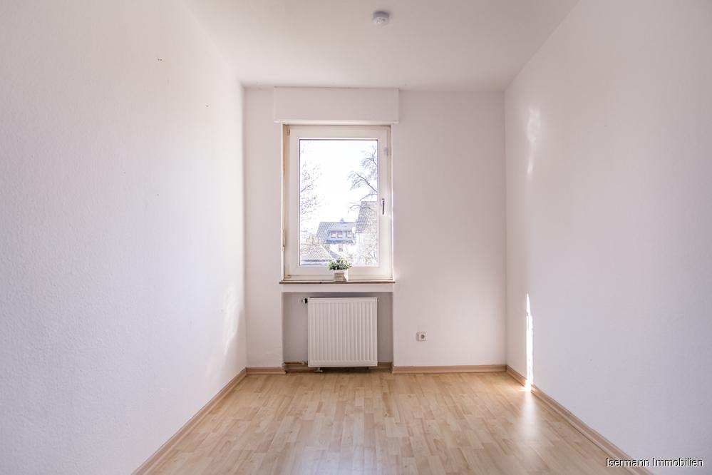 Zur Wohnung gehört ein großes Schlafzimmer sowie dieses hübsche Büro.