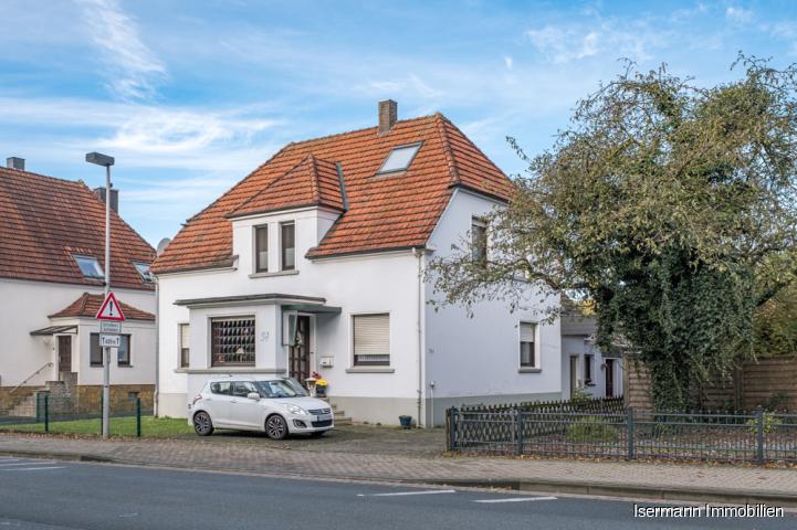 Großzügiges Zweifamilienhaus mit separatem Baugrundstück im beliebten Steinhagen