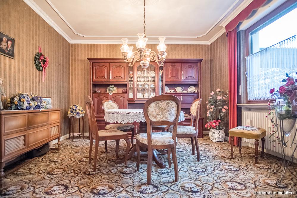 Der großzügige Wohn-/Essbereich im Erdgeschoss könnte bei Bedarf in zwei Räume geteilt werden.