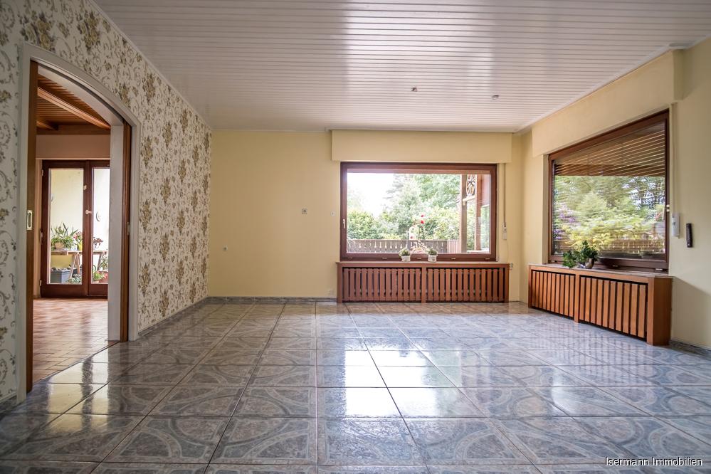 Das Wohnzimmer ist von drei Seiten sehr schön belichtet.