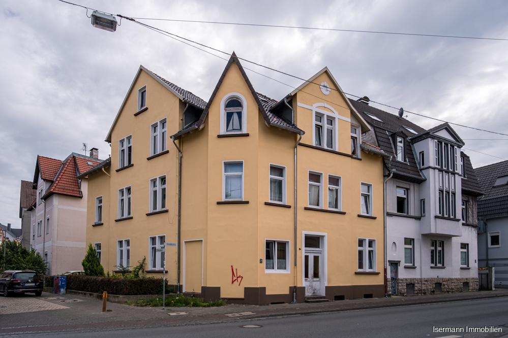 Die Wohnung liegt auf der straßenabgewandten Seite des Hauses.