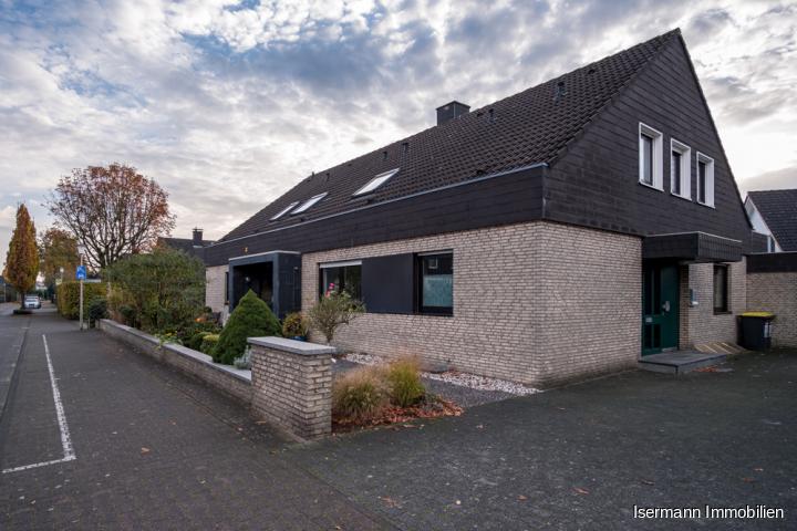 Großzügiges Zweifamilienhaus in Steinhagen