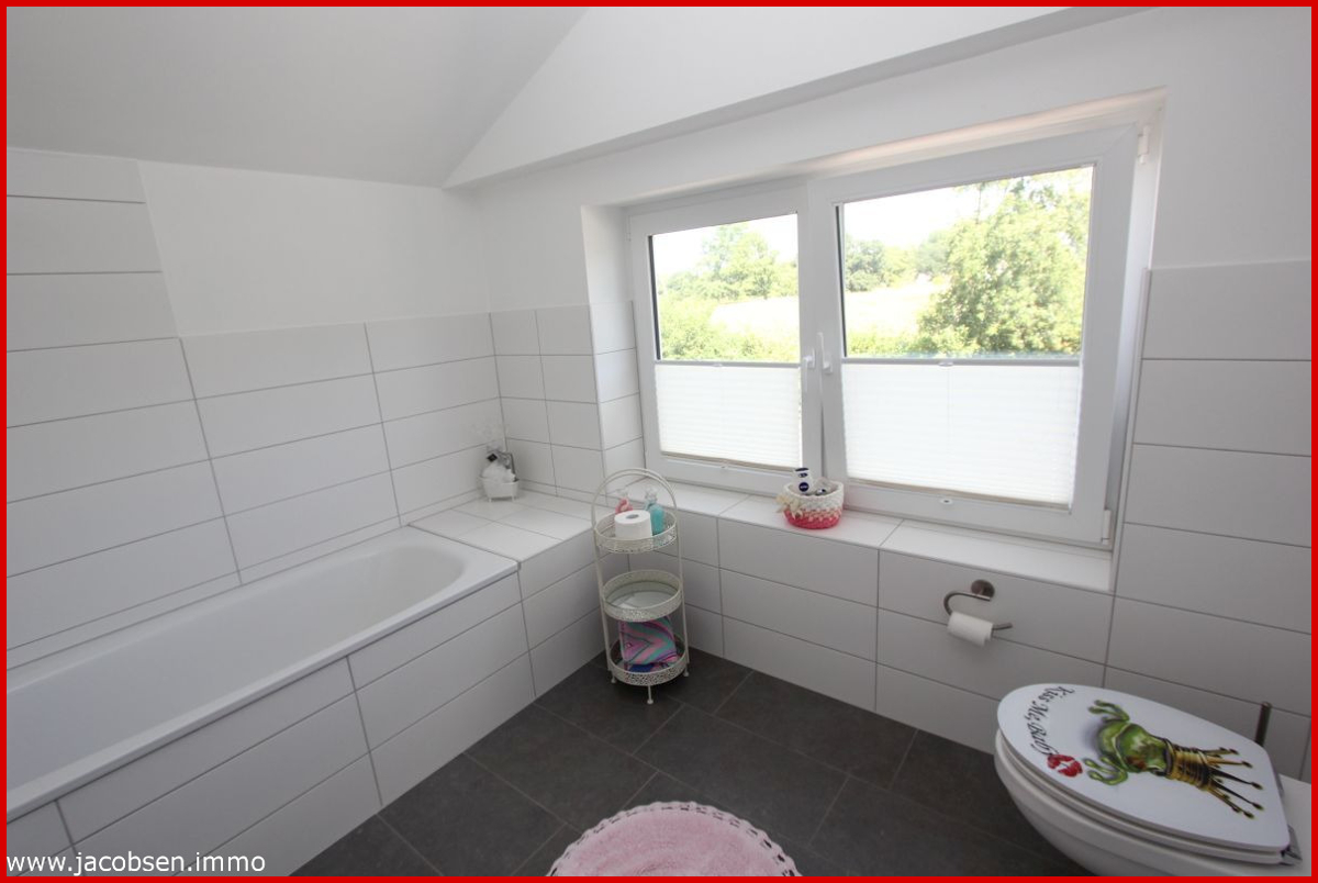 Wohnung 1 Dachgeschoss Bad mit Wanne