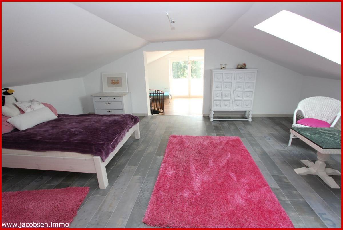 Wohnung 1 Dachgeschoss Zimmer 2