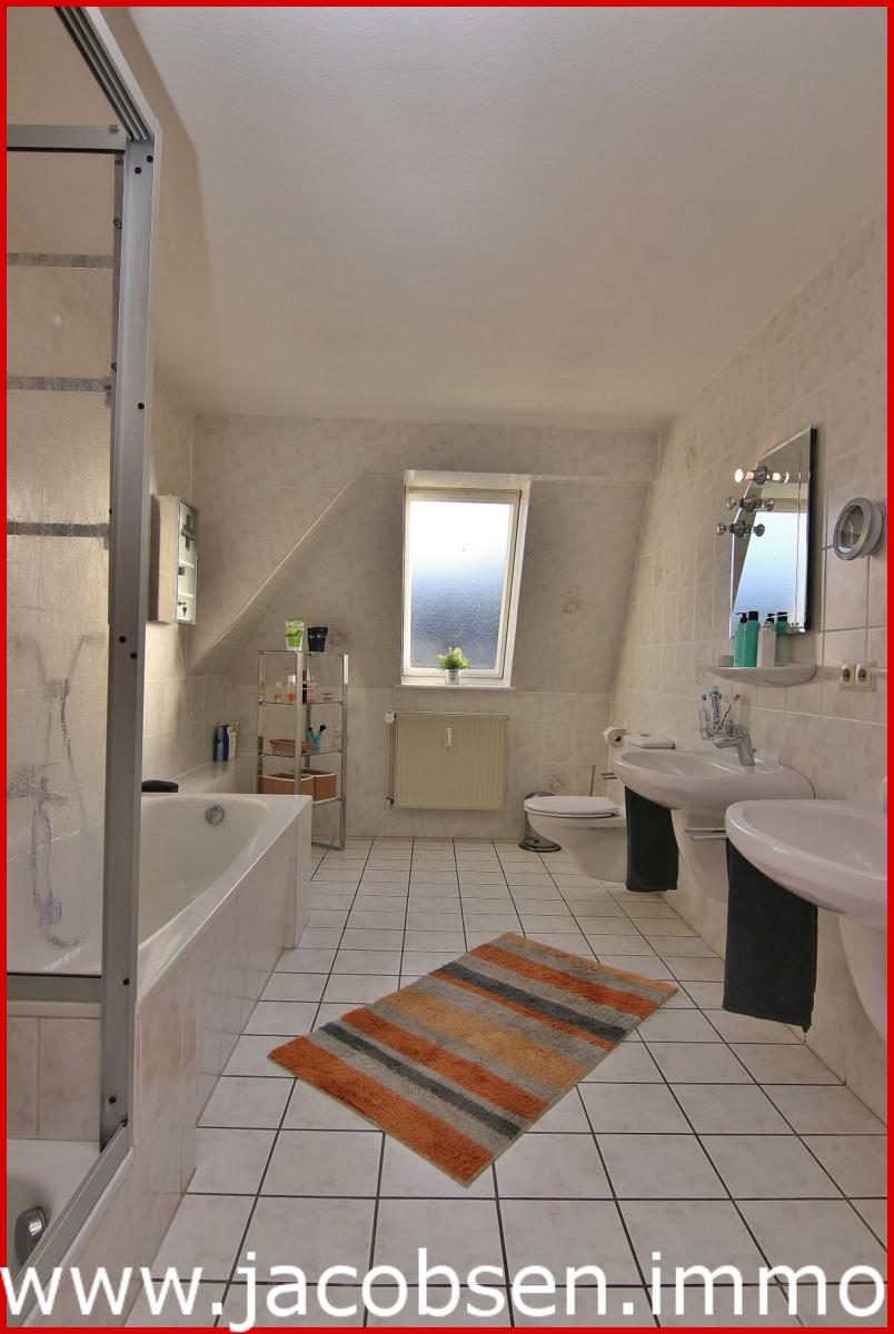 Bad mit Wanne & Dusche HW