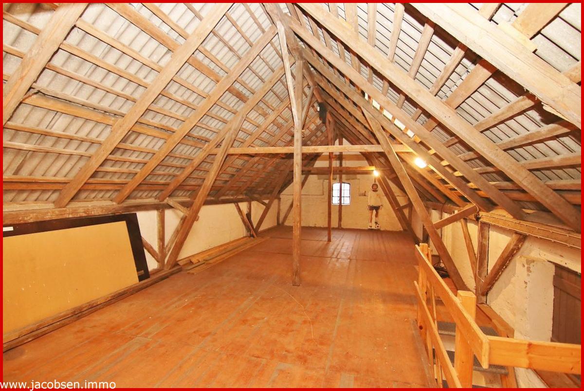 nicht ausgebauter Dachraum Nebengebäude - Partyraum
