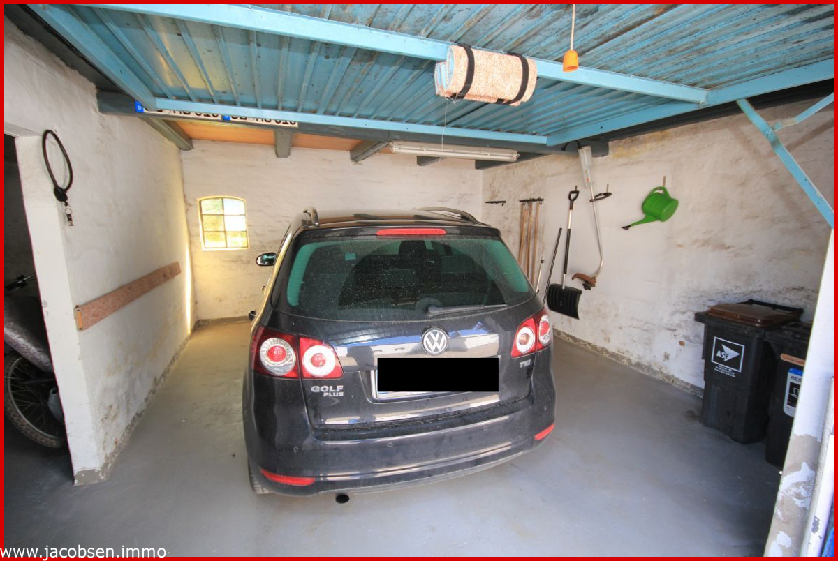 Garage im Nebengebäude