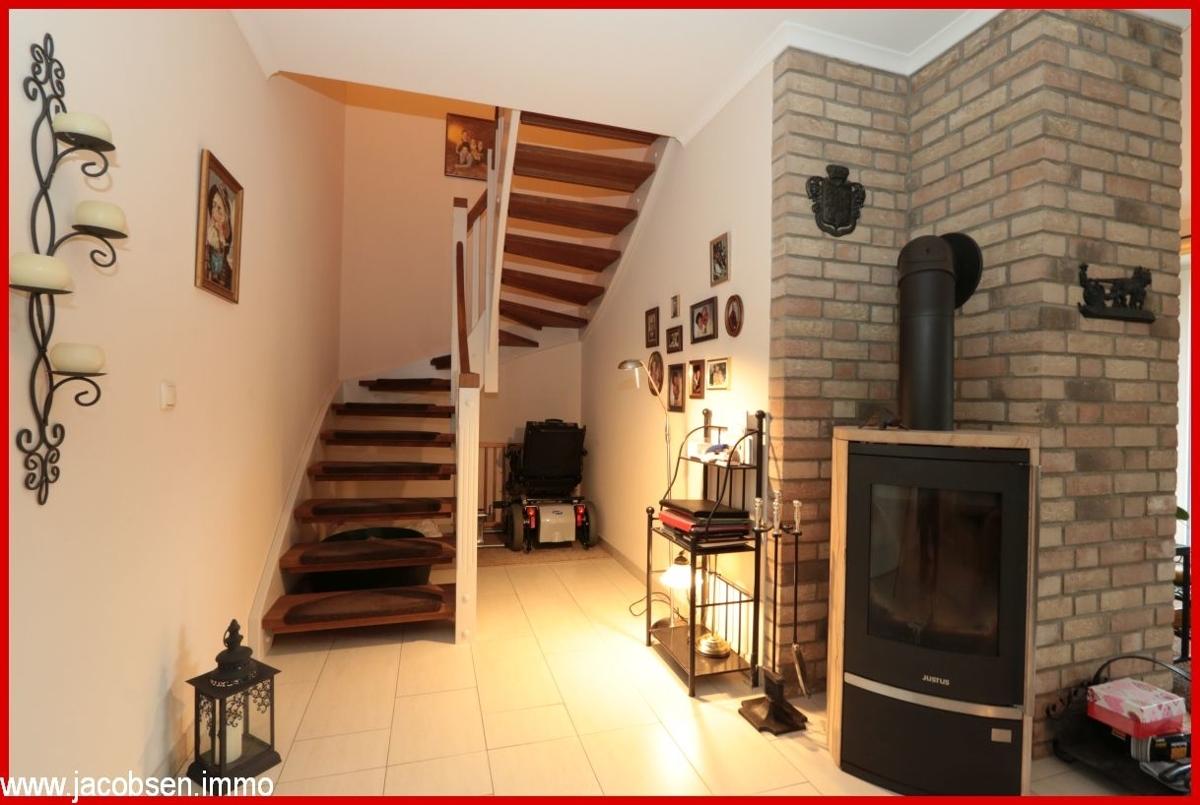 Treppenaufgang mit Ofen