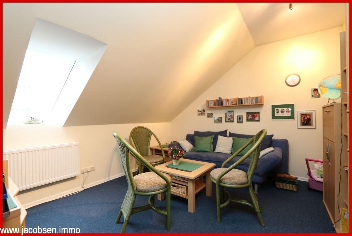 Zimmer im Dachgeschoss (2)