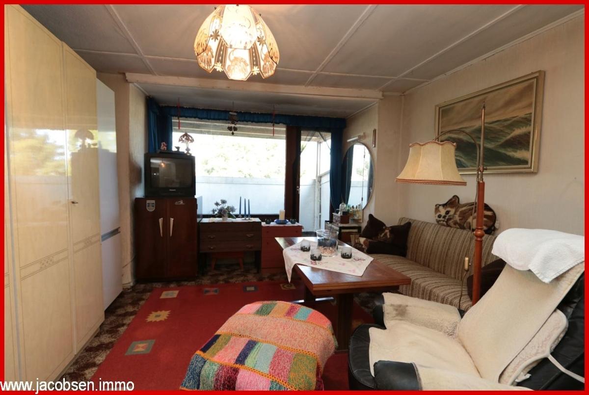 Zimmer mit Ausgang zur Loggia im Dachgeschoss